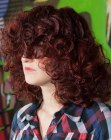 peinados para cabello medio - curls and a long fringe
