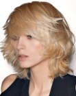 peinados media melena - layered and textured bob