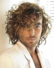 peinados para hombres - long curly men's hairstyle image