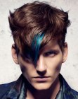 looks para hombres – hair with a blue streak for men