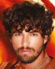 peinados tendencia - curls and a beard