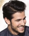 peinados para hombres - hair styled with pomade and a comb