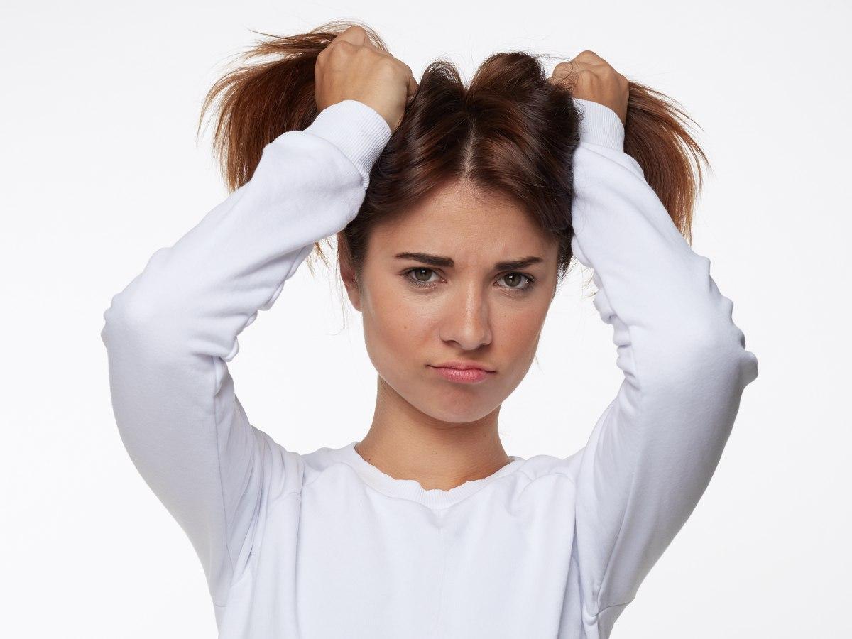 El compendio es medicinal los medios profilácticos detrás de los cabellos