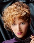 cabello corto - short hair curled with a flat iron