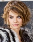 cortes tendencia - short haircut with highlights