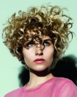 cortes cortos - curly short hairstyle