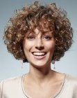estilos cortos - short hairstyle with small curls