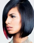 peinados cortos - black hair with a pink accent