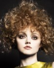 estilos cortos - triangle shape hair with curls