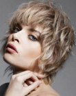 peinados cortos - carefree short hair