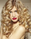cabello largo - long blonde hair with curls