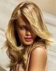 pelo largo - long blonde hair with highlights