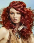 peinados de moda - red hair with a hair band