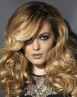 peinados de moda - blonde hair with curls