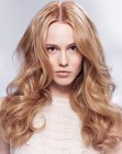 peinados largos - hair color with a play of light and shadows