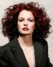 peinados - red hair with large curls
