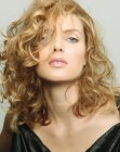 peinados tendencia - long hair style with curls