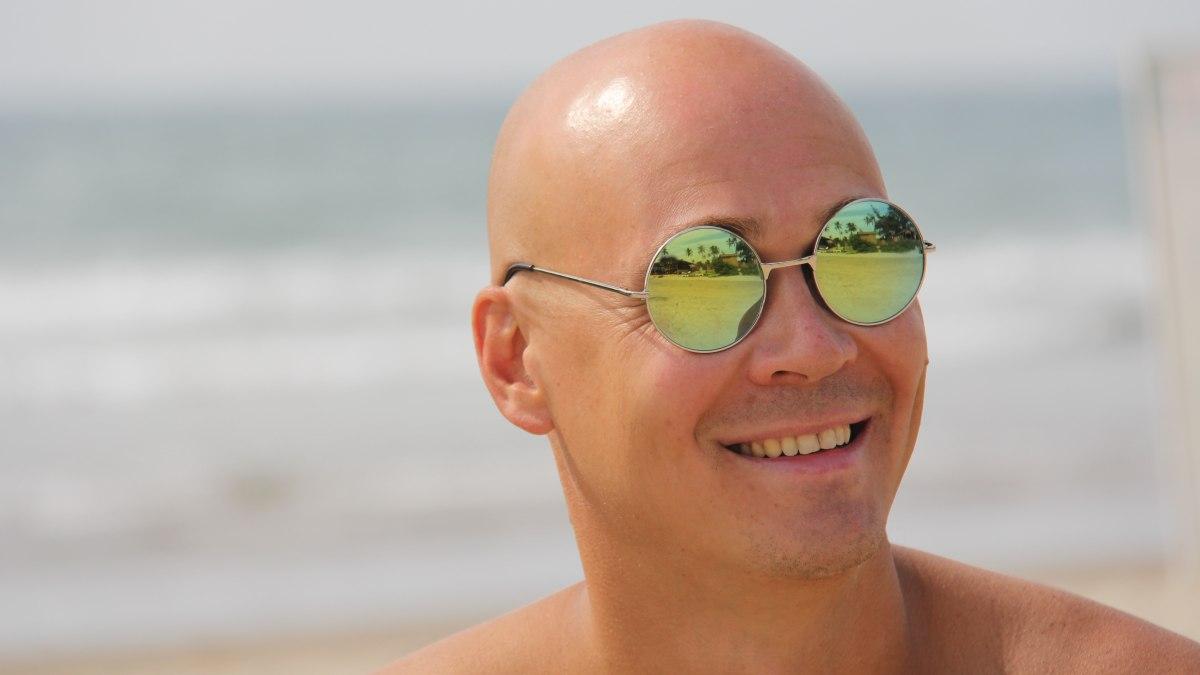 Cómo hacer brillar una cabeza pelada