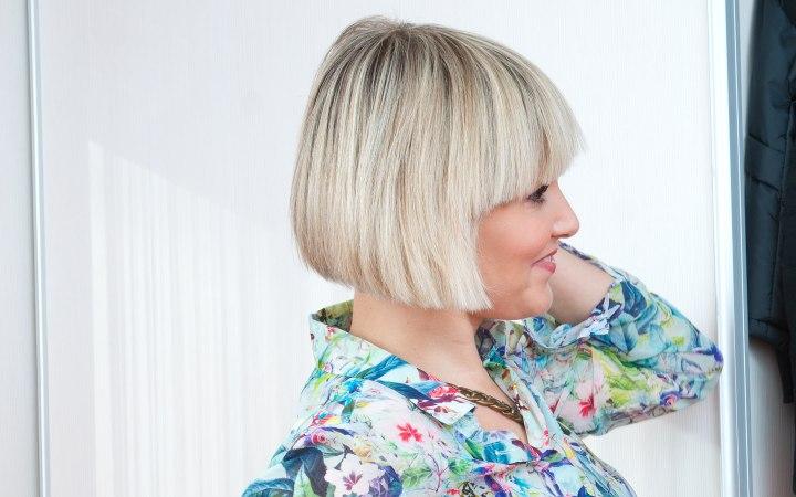 La vitamina b y el jugo del aloe la máscara para los cabellos